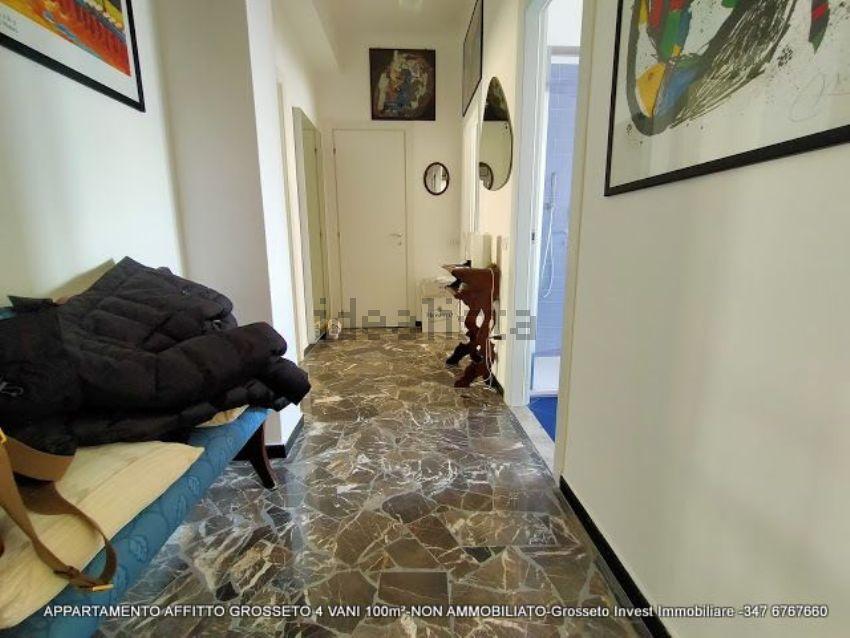 Corridoio di appartamento quadrilocale in affitto Via Depretis, Grosseto
