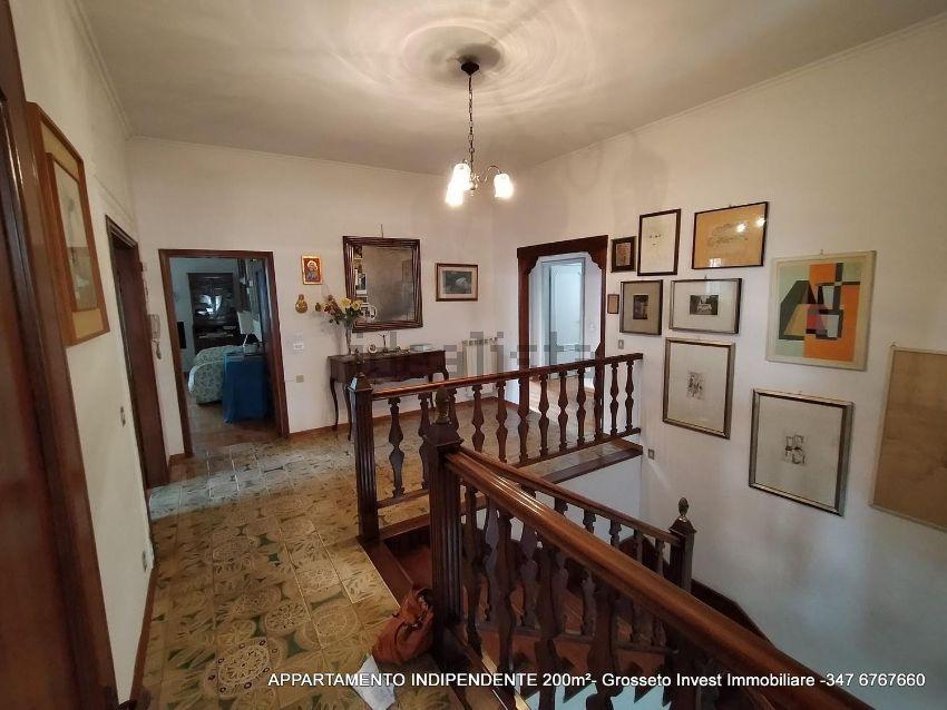 Grosseto Invest di Luigi Ciampi👈di -appartamento su due piani su Area Residenziale tribunale, Grosseto