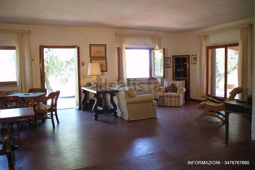 Sala di  villetta bifamiliare in zona Poggio D'Oro, Castiglione della Pescaia, Grosseto Invest di Luigi Ciampi👈