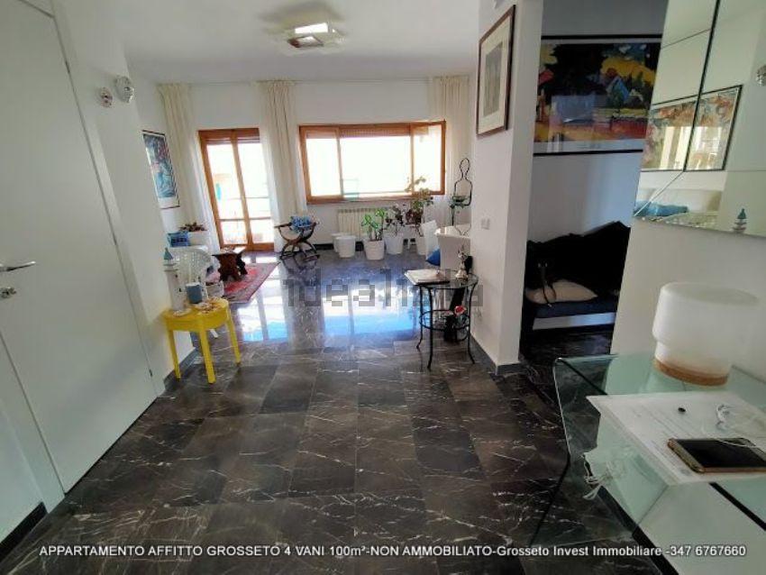 Ingresso di appartamento quadrilocale in affitto Via Depretis, Grosseto