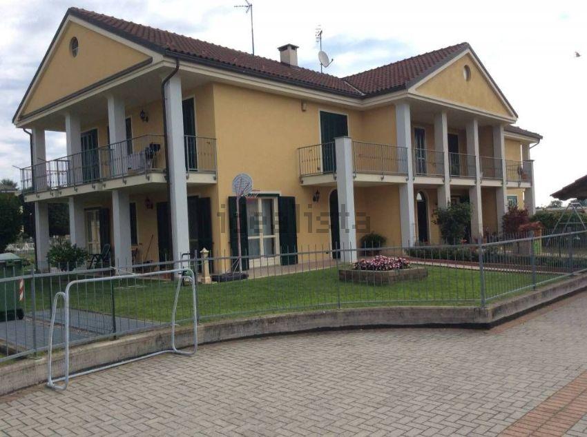 Casa o villa in vendita in via Monte Adamello, Chieri