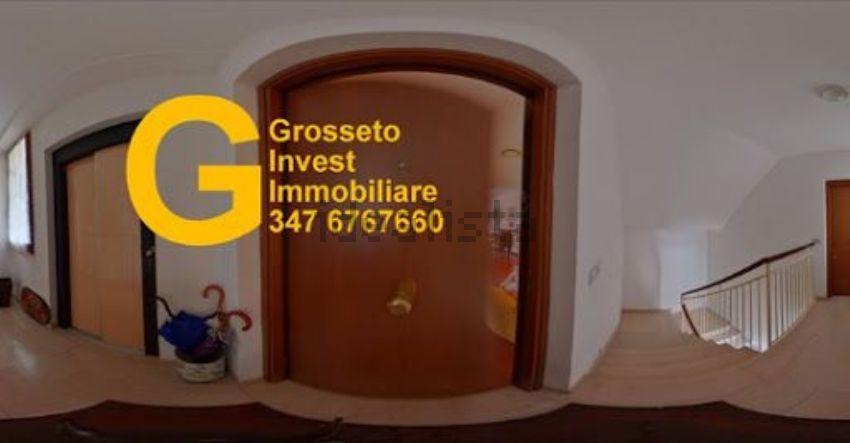 Grosseto Invest👈 di Luigi Ciampi Ingresso di appartamento su due piani in vendita a Grosseto, zona Cittadella