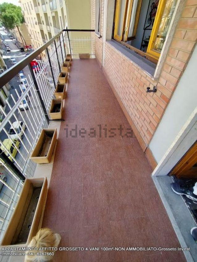 Terrazzo di appartamento quadrilocale in affitto Via Depretis, Grosseto