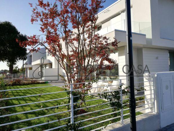 Casa indipendente in vendita in via San Bartolo ...