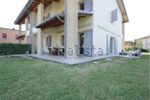 Villa in San Maurizio-Villaggio Stranieri-Bazzarola