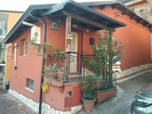 Casa indipendente in vico Costanzo III, 18