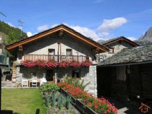 Villa in via Delatraversa, 27