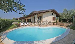Villa in via Boschette, 28