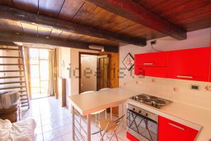 Appartamento su due piani in via Centoversuri, 49