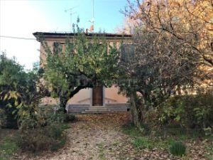 Appartamento in via delle Scuole, Bologna, BO