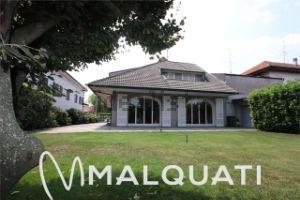 Villa in via A. e L. Zanotti, 25