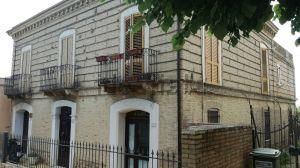 Casa indipendente in via regina margherita, 10