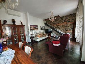 Appartamento su due piani in via Francesco Domenico Guerrazzi