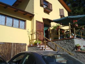 Casa indipendente in strada statale 64 Porrettana, 54
