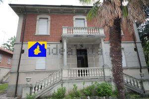 Appartamento su due piani in viale Perugia, 8