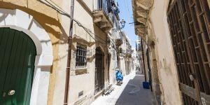 Appartamento su due piani in via Dione s.c.n