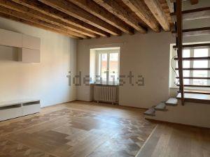 Appartamento su due piani in via Trento, 9