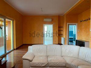 Appartamento su due piani in via Papireto, 55