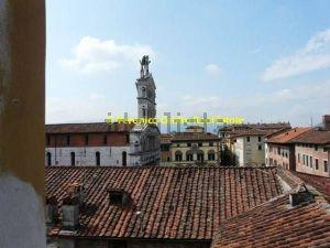 Appartamento con vista su Piazza San Michele, Lucca