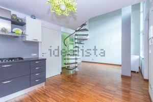 Appartamento su due piani in strada delle Cacce, 38