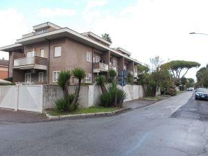 Appartamento in via Teognide, 20 /C