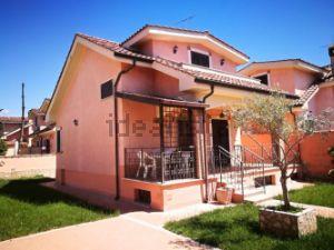 Casa indipendente in via Arona s.c.n