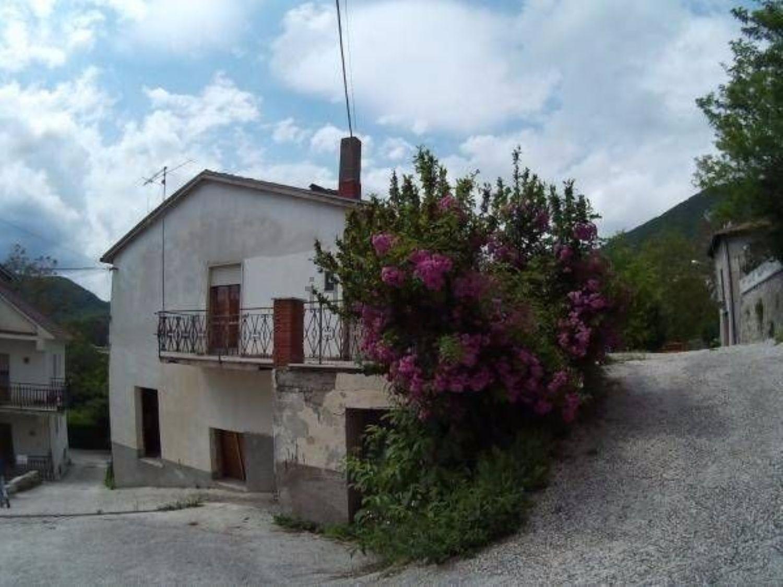 Immagine Facciata di casa indipendente su via Roma, Borgorose