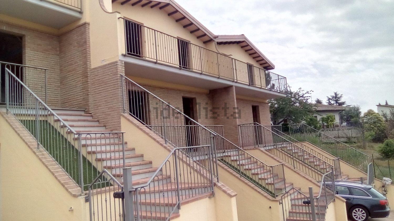 Immagine Facciata di villetta a schiera su San Felicissimo 95429acef41