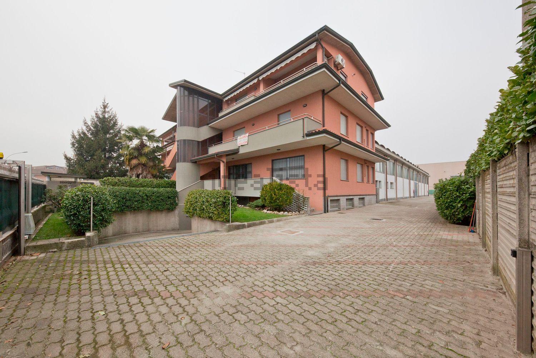 Capannone in vendita a Masate, 9999 locali, prezzo € 1.300.000 | Cambio Casa.it