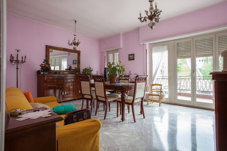 Appartamento in vendita a Subiaco, 4 locali, prezzo € 155.000 | CambioCasa.it