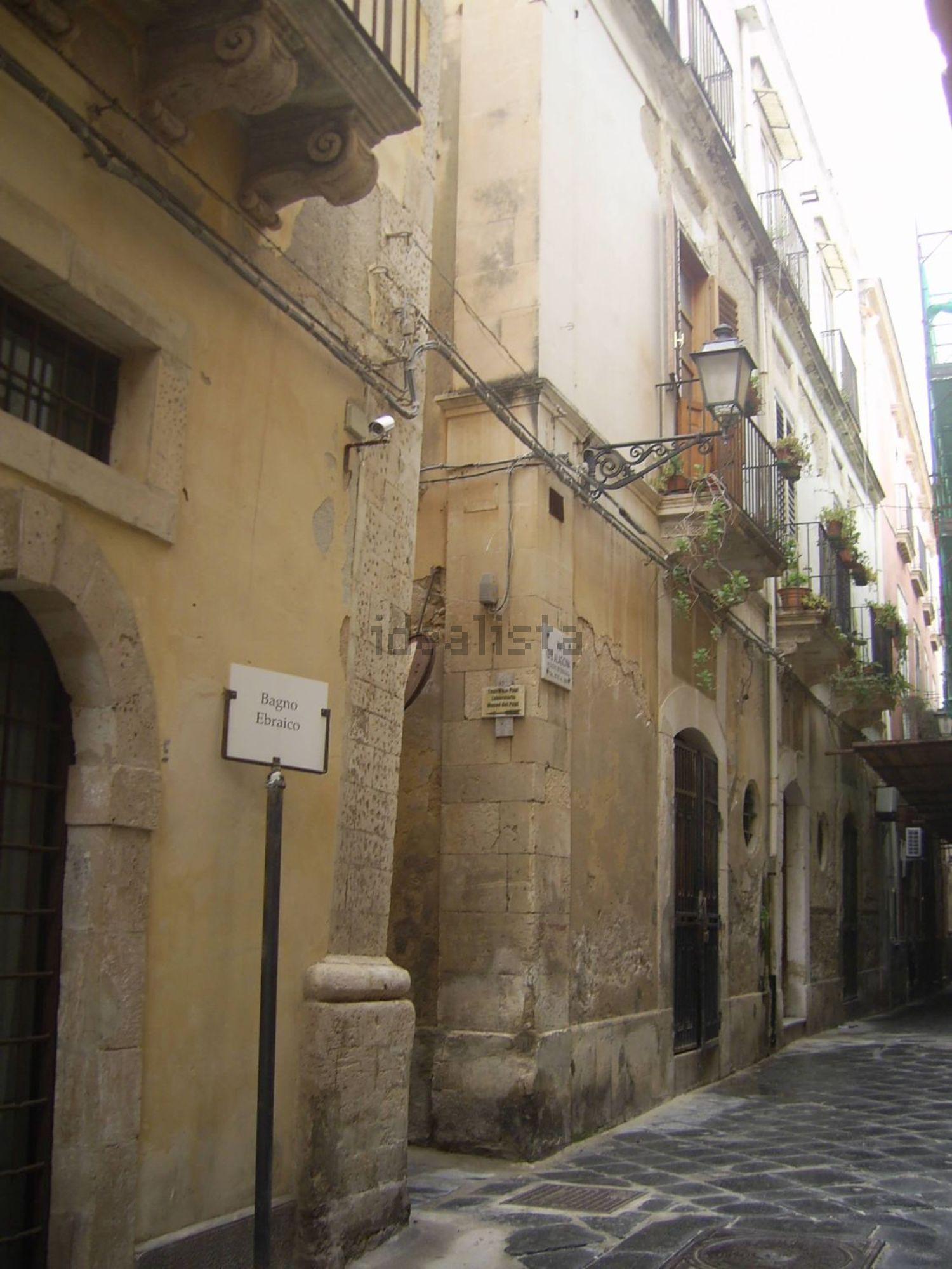 appartamento su due piani in vendita in via alagona ortigia siracusa
