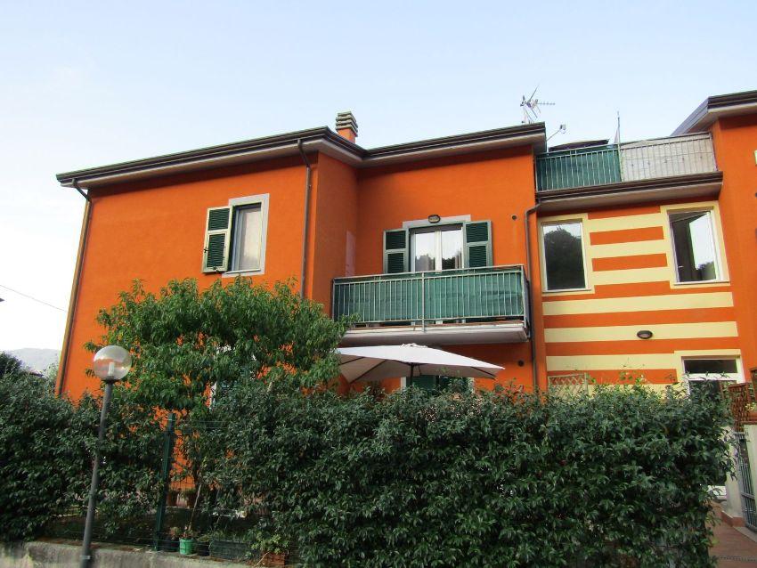 Appartamento Su Due Piani In Vendita In Via Francia 12 Follo Idealista