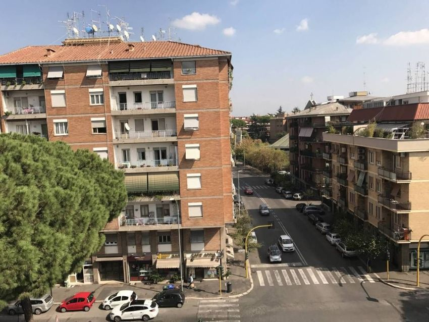 Quadrilocale in vendita in via Appia Nuova, 650 ...
