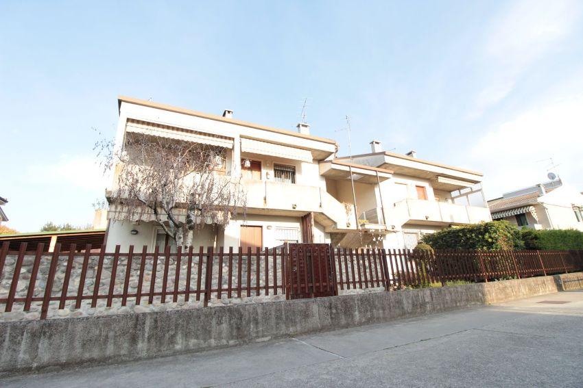 Appartamento Su Due Piani In Vendita In Via Alessandri 62 Villafranca Di Verona Idealista