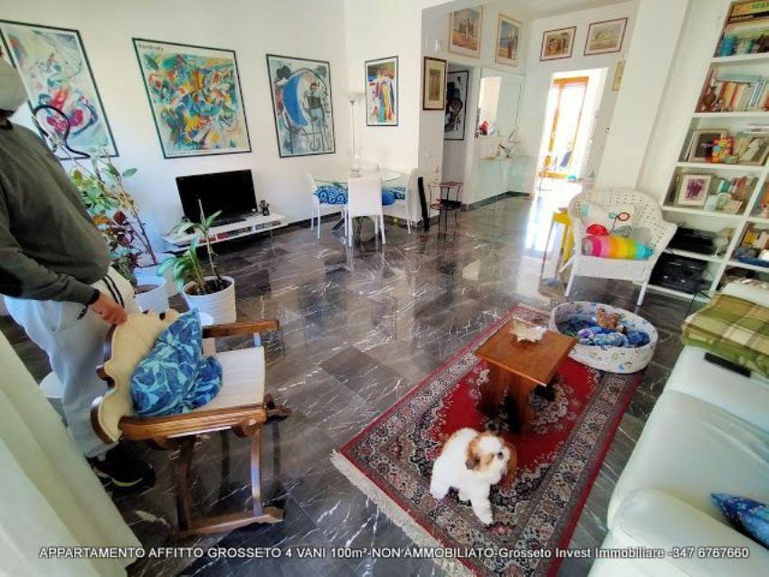 Sala del quadrilocale a Grosseto, via Depretis. case-grosseto-vendita