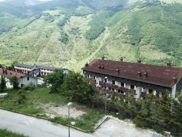 Immagine Facciata di trilocale su pratolonaro villaggio s.n.c, Lucoli