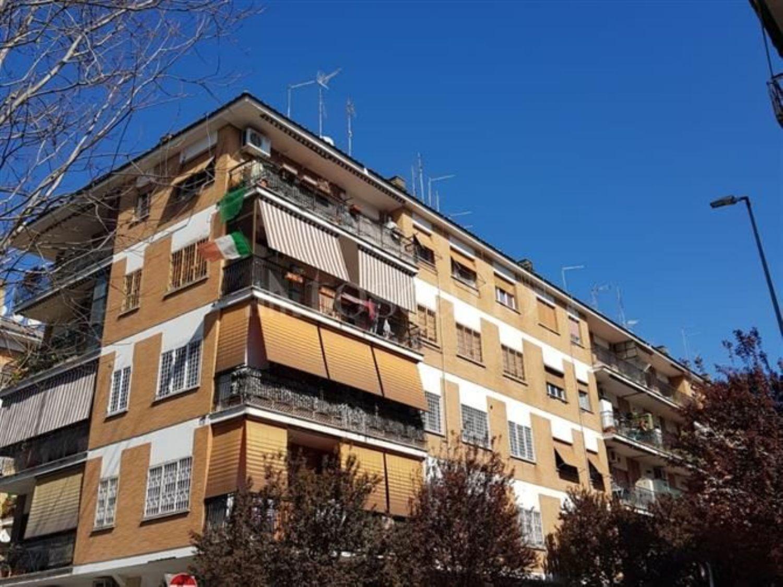 competitive price abd1a 5c03f Trilocale in vendita in via Enrico Cruciani Alibrandi ...