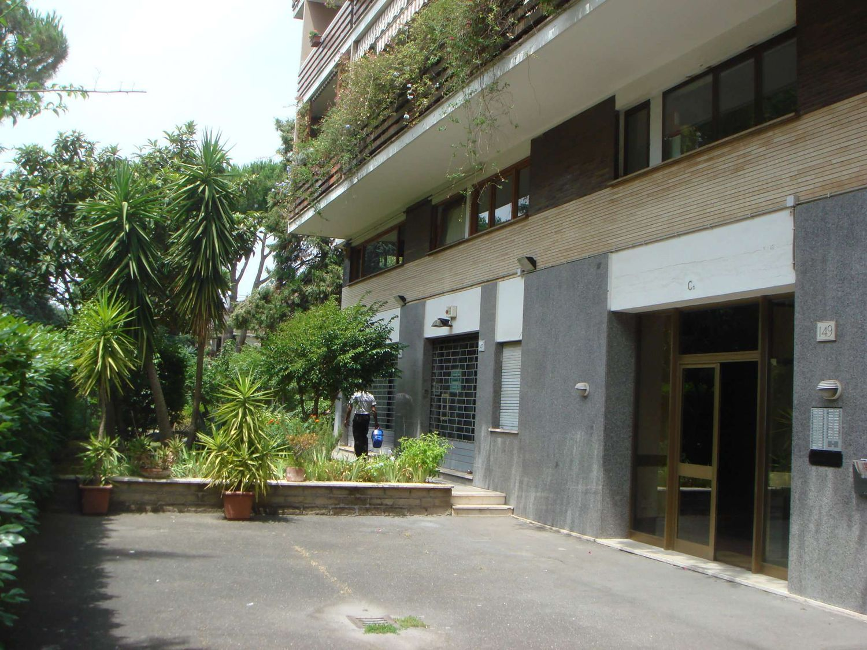 Ufficio In Vendita Roma : Ufficio in vendita in via del serafico serafico roma roma