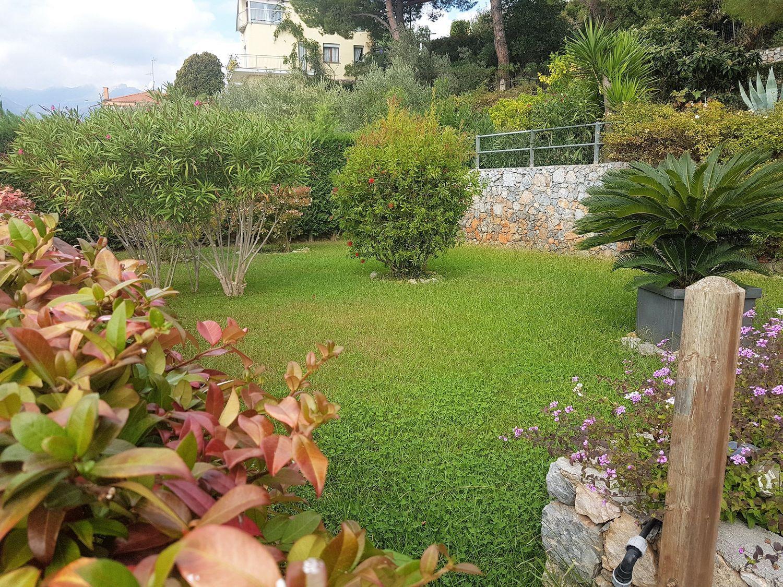 Bagni Giardino Pietra Ligure : Trilocale in vendita in via guido rossa pietra ligure