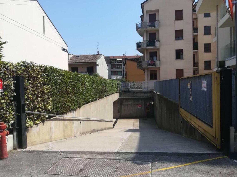Garage In Vendita In Area Residenziale Bergamo Villaggio Degli