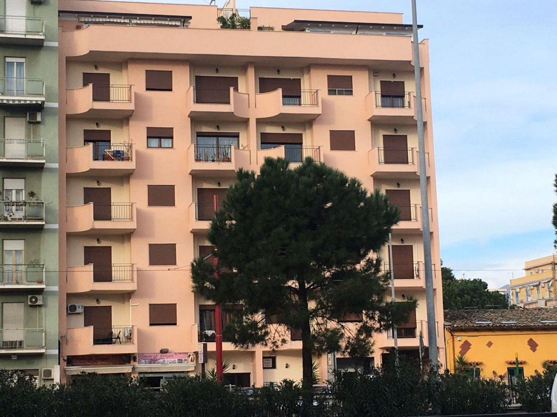 Legno Naturale Viale Regione Siciliana Palermo : Affitto di quadrilocale in via tasca lanza altarello palermo