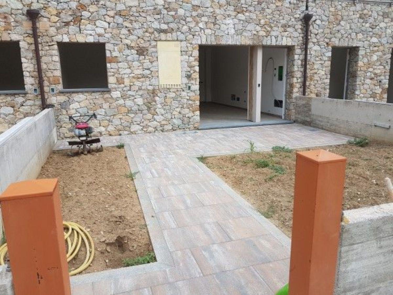 Bagni Giardino Pietra Ligure : Trilocale in vendita in piazza nenni pietra ligure