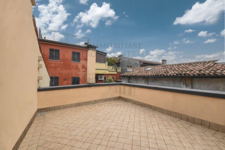 Attico in vendita in area residenziale verona città antica verona