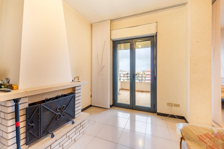 Camera Matrimoniale A Grottaglie.Appartamento Su Due Piani In Vendita In Viale G Di Vittorio