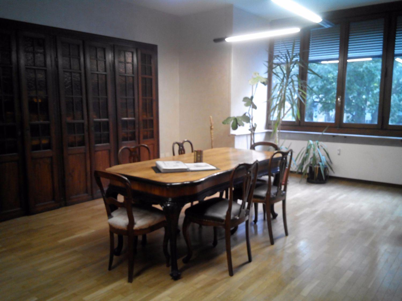 Ufficio In Condivisione Torino : Affitto di ufficio in corso alessandro tassoni san donato torino