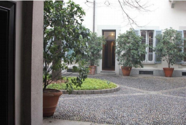 Via San Maurilio Milano appartamento su due piani in vendita in via san maurilio, 14