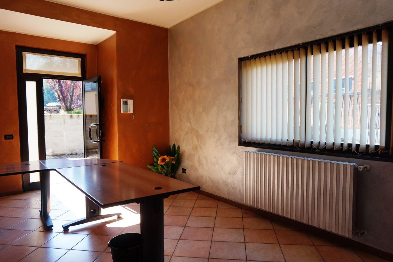 Reception Ufficio Bianco : Ufficio in vendita in via monte bianco almè