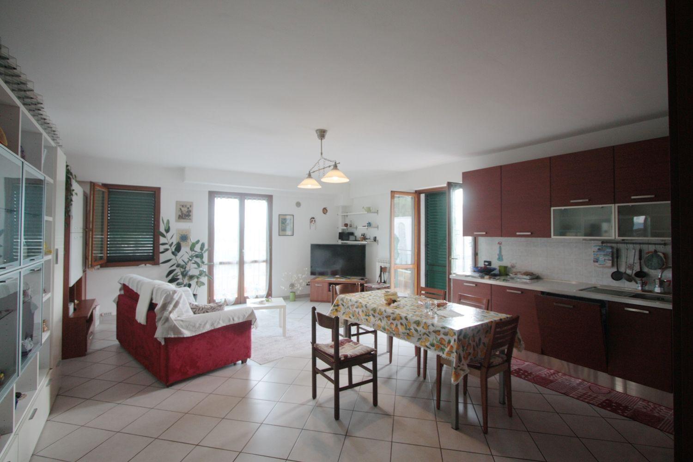 Camere Da Letto Corsini.Appartamento Su Due Piani In Vendita In Via Don Pietro Corsini Aulla