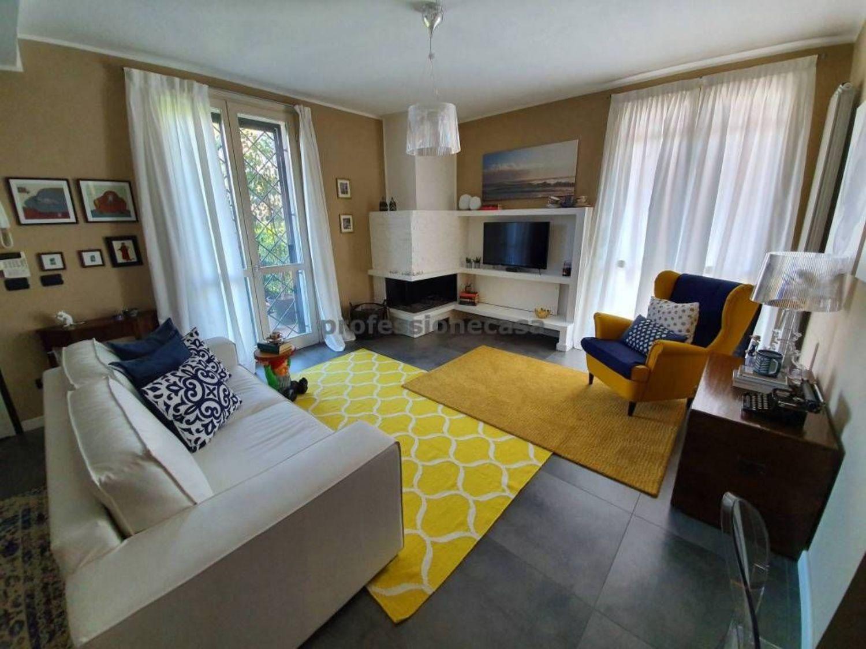 Villa in vendita in via II Giugno, Ozzero