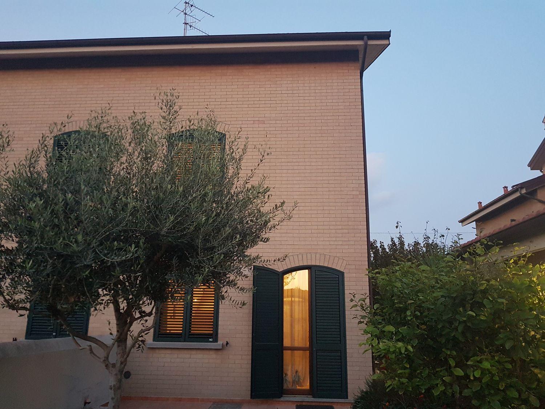 Bagno Lillatro : Appartamento su due piani in vendita in stazione lillatro